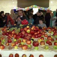 В Україні виготовили найбільший вегетеріанський торт вагою у 2 тонни