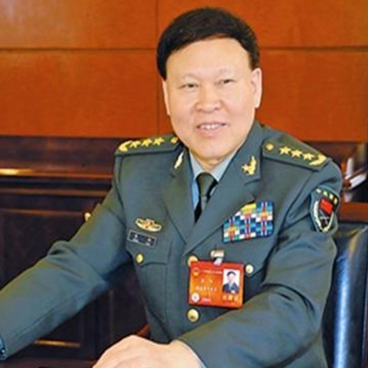 Відставний китайський генерал повісився через звинувачення в корупції