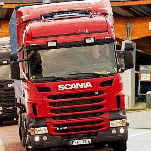 На кордоні із Польщею вже три тижні стоять близько 200 вантажівок