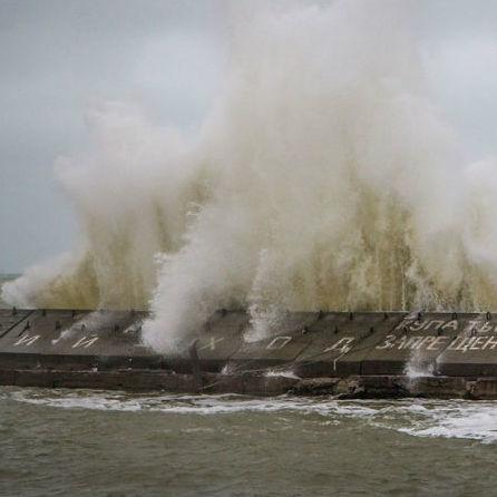 Потужний шторм сколихнув Одесу (фото)
