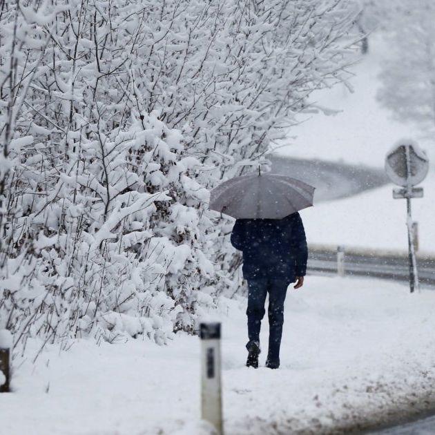 В Україні сьогодні пройдуть дощі та сніг, у більшості областей буде холодно (карта)
