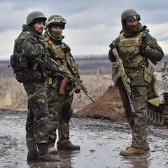 На луганському напрямку ворог з великокаліберних кулеметів обстріляв оборонні укріплення на підступах до Новоолександрівки та Новотошківського, - штаб АТО