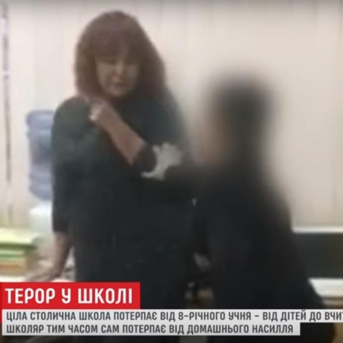 Школяра, який тримав у страху всю школу відвезли на реабілітацію (відео)