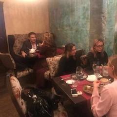 Саакашвілі помітили з незнайомкою у київському ресторані (фото)