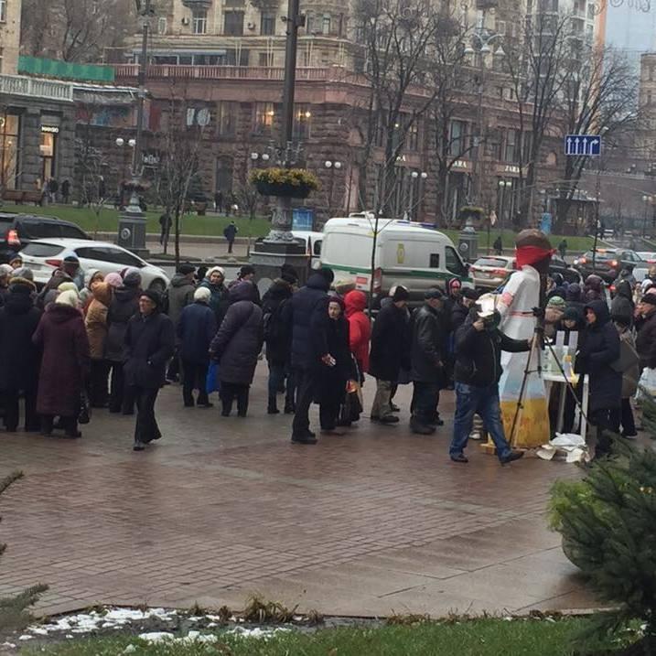 Радник Кличка натрапив на пенсіонерів, які збирались брати участь у невідомому мітингу за гроші