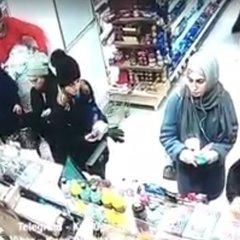 Вкрали iPhone: столичні злодійки потрапили на відео