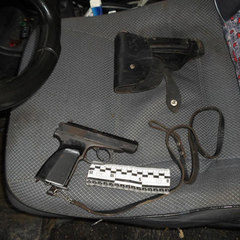 В Ізмаїлі 34-річний чоловік, захищаючи свою дитину, погрожував іншому підлітку пістолетом