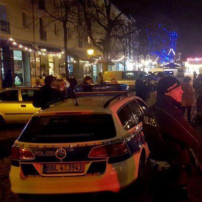 У Німеччині на різдвяному ярмарку виявили бомбу та підірвали її (фото)