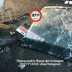 У Києві перекинулась маршрутка з пасажирами: фото