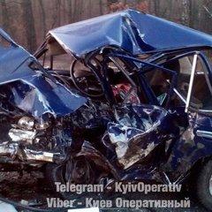 У ДТП в Києві п'ять автомобілів зім'яло, як бляшанки: фото з місця смертельної аварії