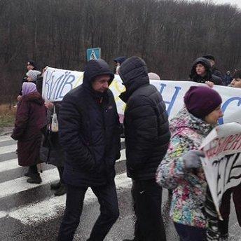 Під Харковом люди блокували дорогу через холод у домівках
