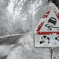 Через снігопади на Львівщині обмежили рух вантажівок