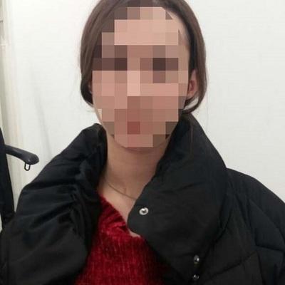 Київська студентка пошкоджувала кусачками магнітні кліпси та виносила товар із брендових бутиків