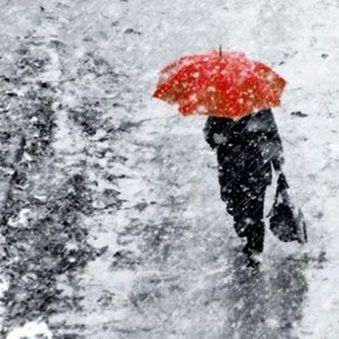 У найближчі дні синоптики прогнозують мокрий сніг і ожеледицю