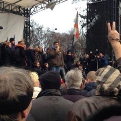 Саакашвілі прибув до будівлі парламенту. Натовп скандує «імпічмент» та «банду геть!» (доповнюється)