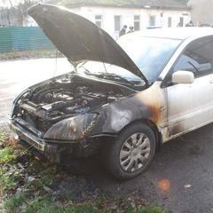 На Дніпропетровщині невідомі підпалили автомобіль депутата міськради (фото)