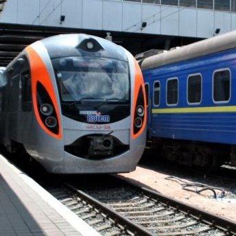 «Укрзалізниця» запускає 11 нових потягів та змінює рух 4 маршрутів: список