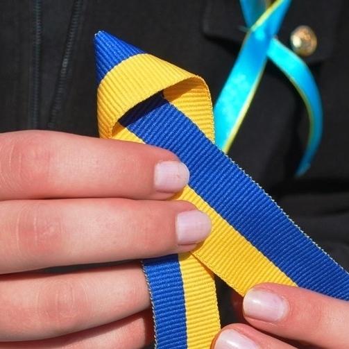 Американський генерал повідомив, чому завжди носить при собі синьо-жовту стрічку
