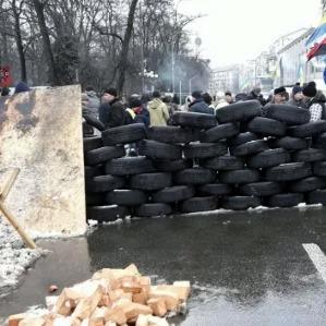 Прихильники Саакашвілі облаштували барикади. Під ВР інший мітинг (фото)