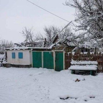 У «повернутому» селищі на Донбасі частково відновили електрику