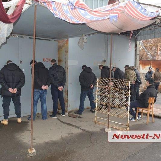 У Миколаєві 18 озброєних осіб напали на ринок і викрали 300 тисяч, але не встигли втекти (фото)