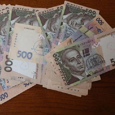 На Сумщині поштарка роздавала пенсію сувенірними купюрами