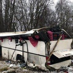 Автобус із 35 дітьми перекинувся неподалік Вільнюса