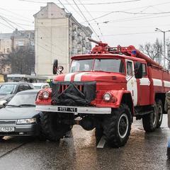 У Києві пожежний автомобіль протаранив легковик (фото)