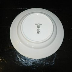 Виставили на продаж тарілку, яку загубив Гітлер під час втечі (фото)
