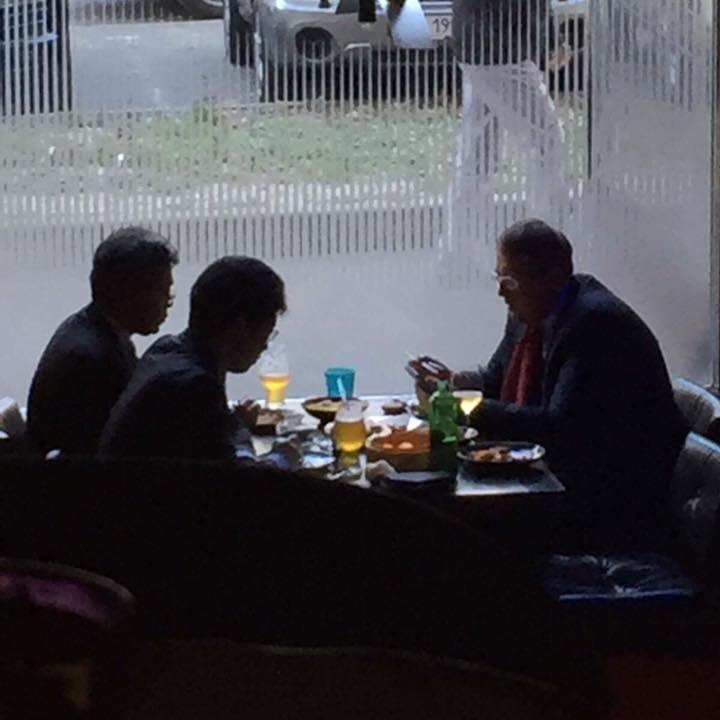 Нардеп Геращенко пояснив, чому в ресторані облизував тарілку (відео)