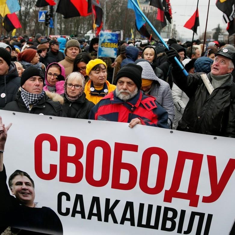 В центрі Києва зібралися тисячі прихильників Саакашвілі: серед них і дружина політика (фото)