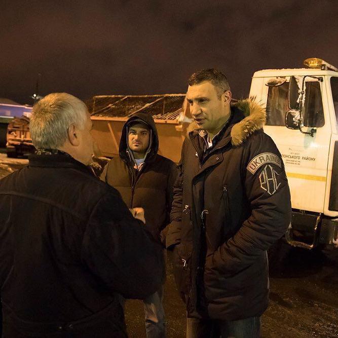 У неділю ввечері Кличко перевірив, як прибирають столицю від снігу