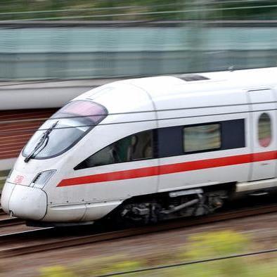 Німецький «суперпоїзд» поламався в перший день роботи