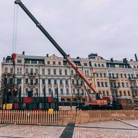Організатори показали, як головна ялинка країни змінилась після завершення монтажних робіт (фото)