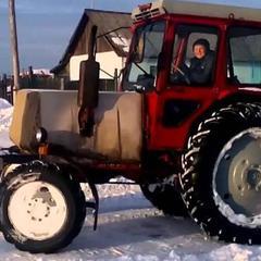 На Тернопільщині чоловік вкрав у комунальників трактор, щоб розчистити від снігу рідне село