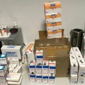 Індуси везли в Україну чотири чемодани контрабандних ліків
