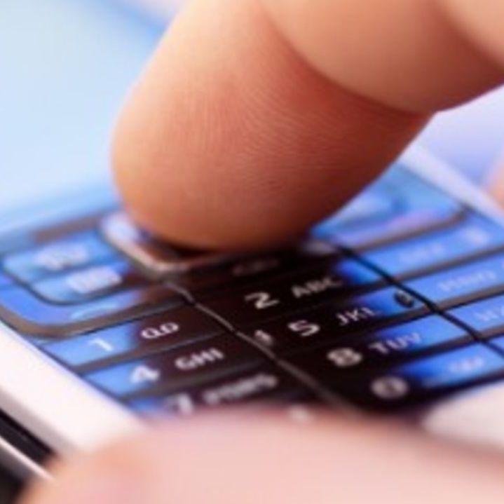 У Франції хочуть заборонити приносити дітям телефони у школу