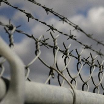 Сім років в'язниці за сім ножових поранень: на Київщині ревнивець вбив коханця дружини