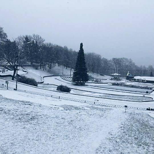 На Співочому полі встановили 70-метрову снігову гірку  (фото)