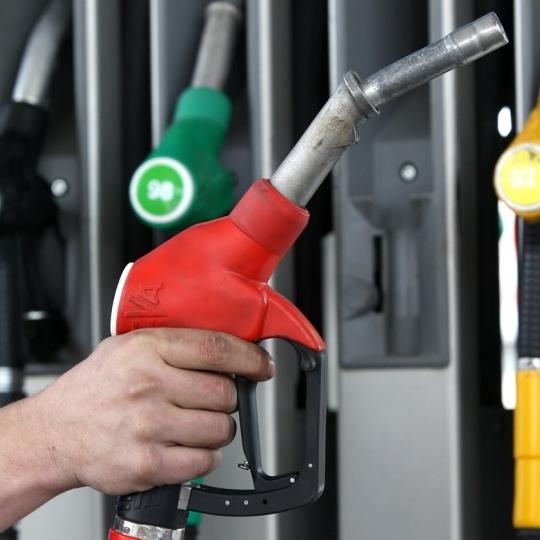 Міністр пояснив, чому дорожчає бензин