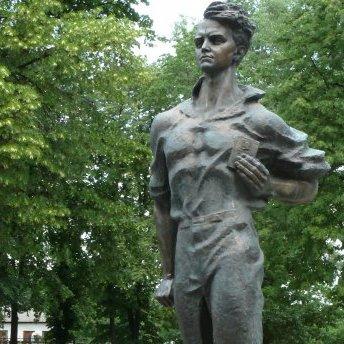 На Чернігівщині познущалися з пам'ятника «молодогвардійцю»: фото