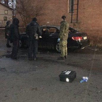 Автомобіль прокурора невідомі підірвали у Дніпрі