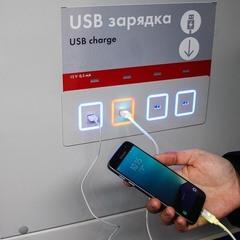 У київському метро тепер можна заряджати мобільні телефони