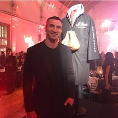 Боксерський халат Володимира Кличка проданий за $ 215 тис.