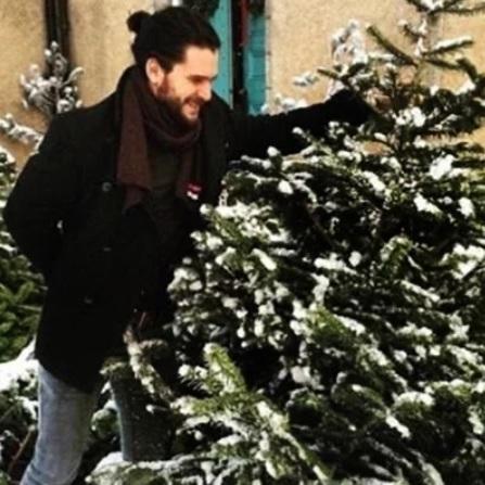 Джон Сноу вирішив підробити торговцем ялинками в Шотландії (фото)