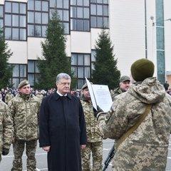 Порошенко присвоїв ім'я Богдана Хмельницького президентському полку