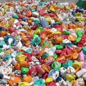 Скоро у Києві з'являться чотири центри із переробки сміття