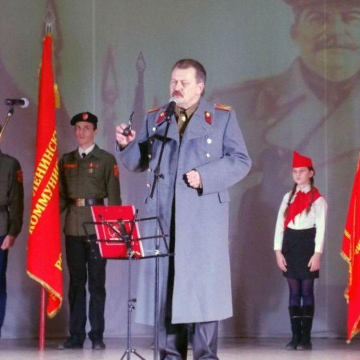 У Севастополі комуністи змусили дітей співати «Верните Сталина»