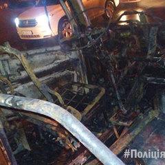 У Харкові під час руху загорілась маршрутка із пасажирами (фото)