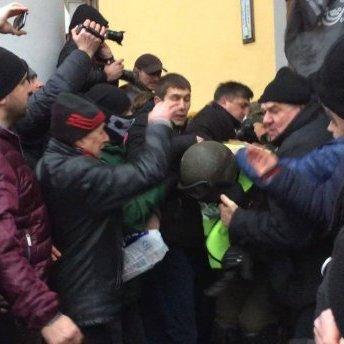 В МВС жорстко зреагували на сутички перед колишнім Жовтневим палацом